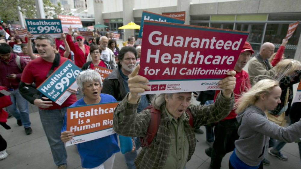 California daría cobertura médica a migrantes - Foto de US News