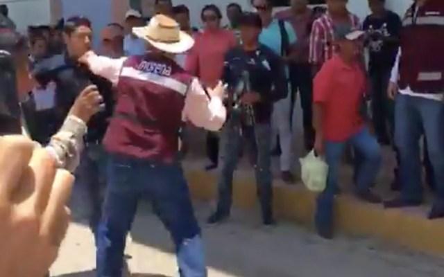 #Video Jóvenes pelean con personal de Morena en Veracruz - Captura de Pantalla