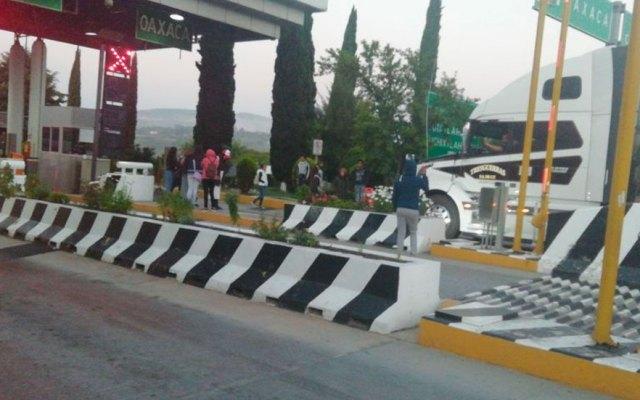 Normalistas toman caseta en Oaxaca