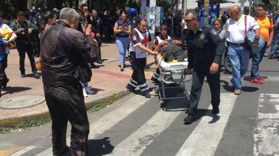 Hieren a policías tras intentar detener riña entre estudiantes en la CDMX - Foto de @ricardovitela