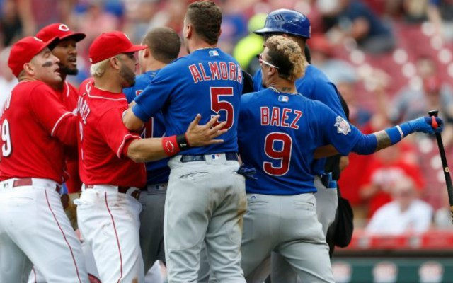 Conato de bronca entre Reds y Cubs - Foto de AP