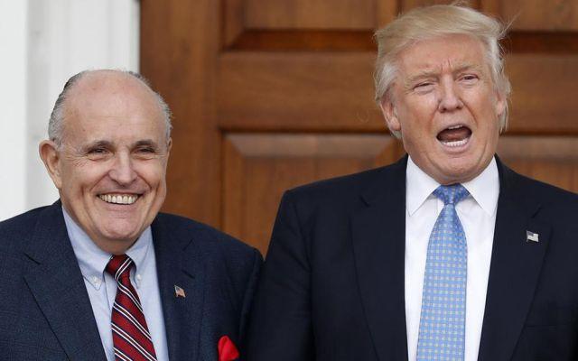 Asesor legal de Trump arremete contra Cohen por supuestas mentiras - Rudolf Giuliani y Donald Trump. Foto de Boston Herald