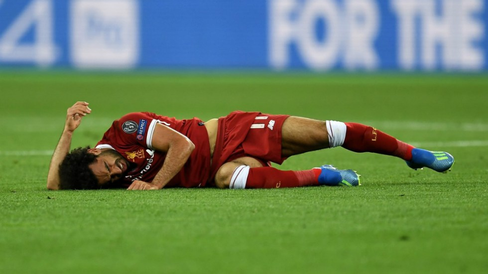 Comienza Salah tratamiento por esguince en hombro izquierdo - Foto de UEFA