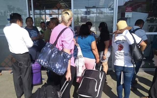 Integrantes de la CNTE afectan terminales aéreas y de autobuses en Oaxaca - Foto de Quadratín