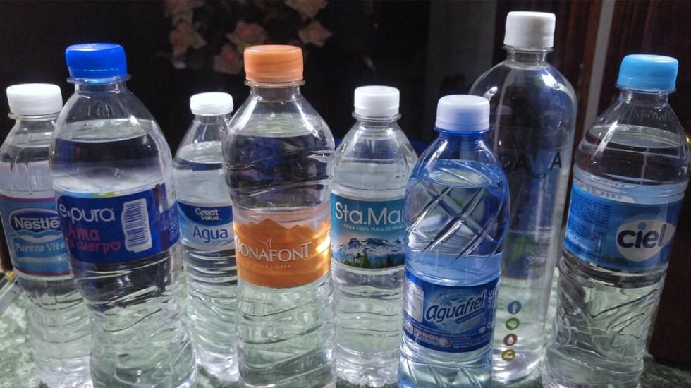 Hogares mexicanos gastan 52 pesos en agua embotellada a la semana - Foto de Archivo