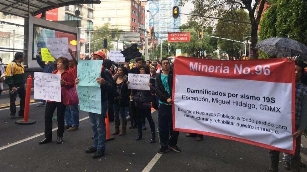 Damnificados por sismo retiran bloqueo en Insurgentes y Xola - Foto de @DU_BJ_