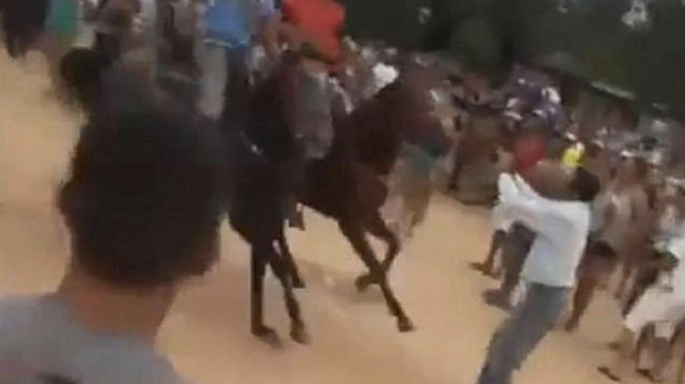 #Video Hombre resulta arrollado en carrera de caballos - Foto de Internet