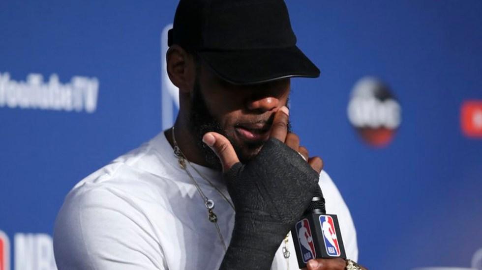 LeBron jugó tres partidos de las finales de la NBA con la mano rota - Foto de AP