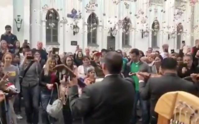 #Video Mariachi cautiva a los rusos en el centro de Moscú - Captura de pantalla
