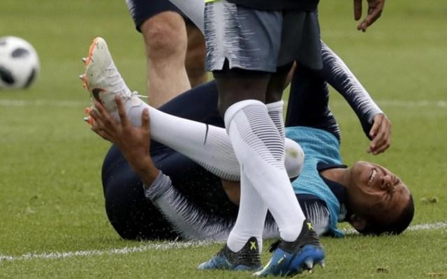 Mbappé sufre golpe y se retira de entrenamiento de Francia - Foto de @mundodeportivo