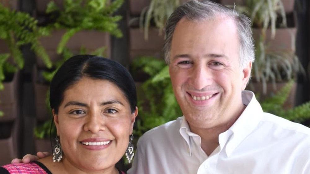 Eufrosina Cruz con José Antonio Meade. Foto de @JoseAMeadeK