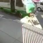 #Video Microbús embiste a ciclista en Peralvillo