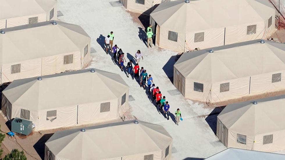 EE.UU. interna a migrantes en 'campos de concentración': Ocasio-Cortez. Noticias en tiempo real