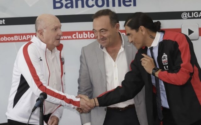 Lobos BUAP contrata a Palencia como DT y a Lapuente como directivo - Foto de @OraleVictoria
