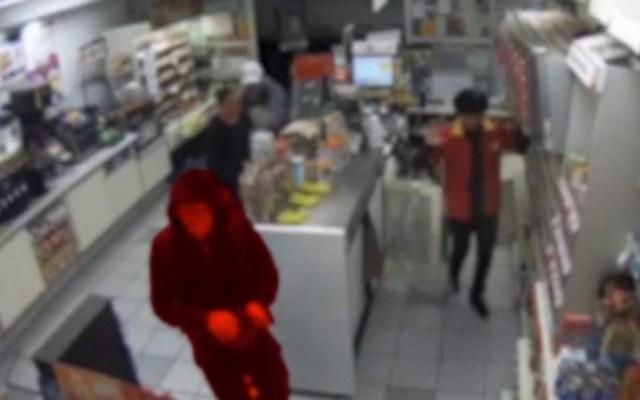 Sujeto roba tienda y usa uniforme para escapar, lo detienen - Foto de Quadratín