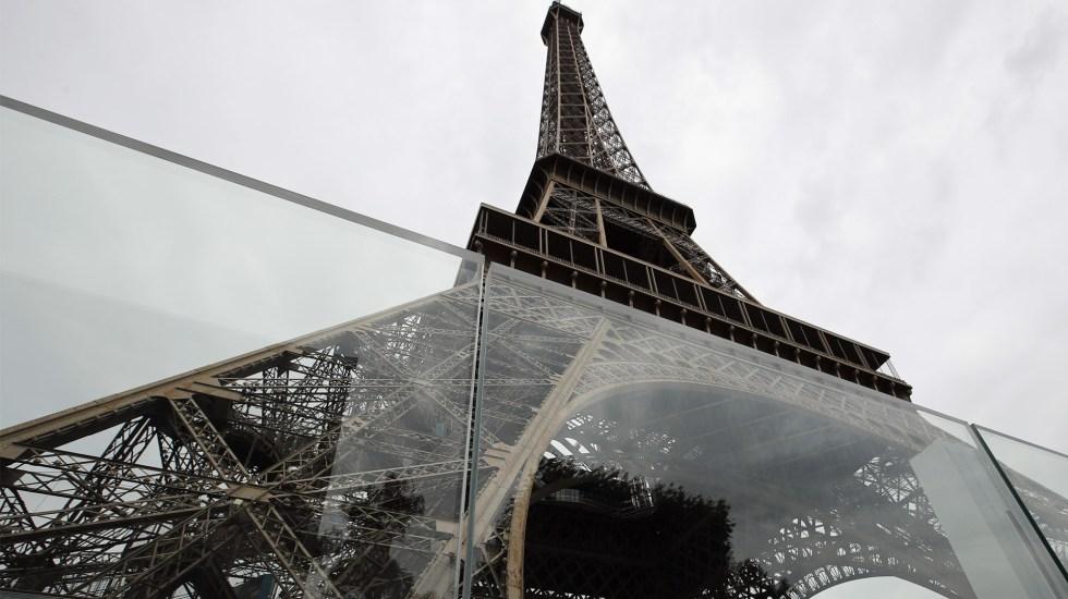 Colocan cristales a prueba de balas en la Torre Eiffel - Foto de EFE