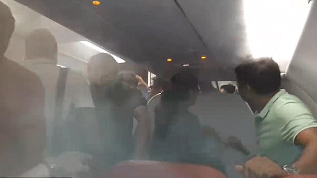 Piloto causa caos y terror entre pasajeros de un avión