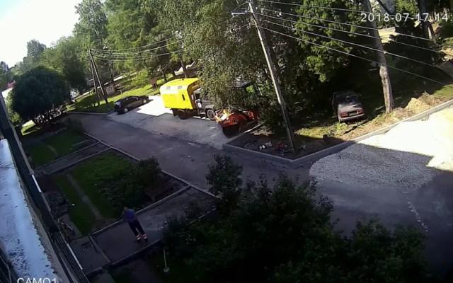 #Video Obreros rescatan a niño que cae desde edificio - Captura de pantalla