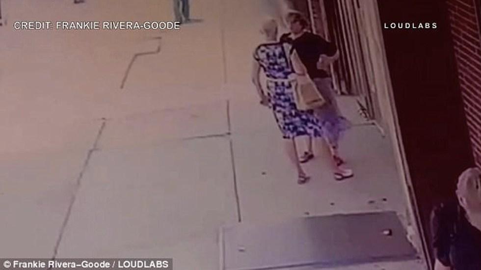 #Video Cartel metálico cae sobre mujeres en Brooklyn - Captura de Pantalla