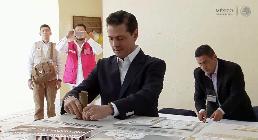 Enrique Peña Nieto vota como presidente por última vez