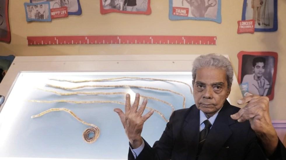 Indio se corta las uñas más largas del mundo - Foto de Reuters