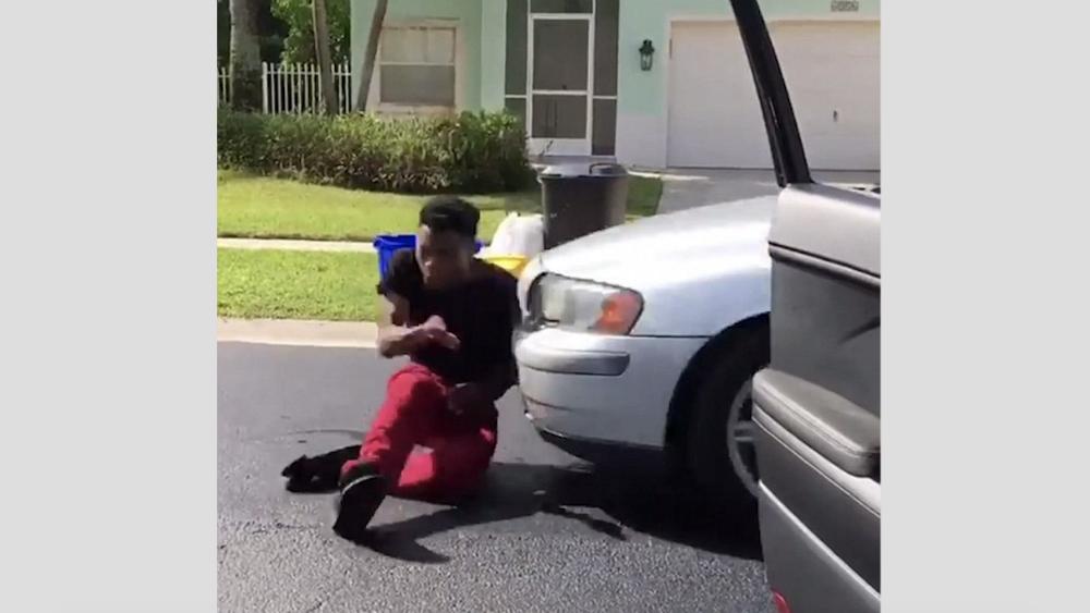 """#Video Hombre es atropellado por realizar el desafío """"In my feelings"""" - Foto de Youtube"""