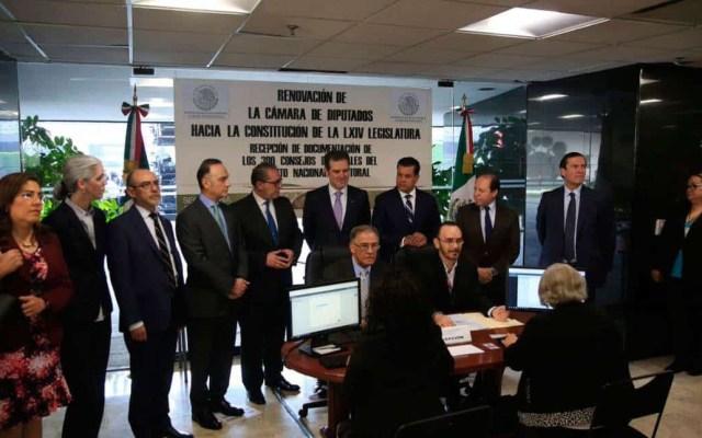 INE entrega constancias de mayoría a 300 diputados federales