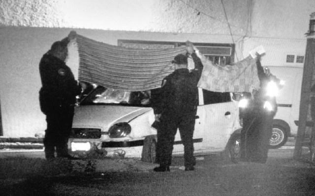 Lo decapitan dentro de auto y dejan su cabeza en el toldo en Iztapalapa - Foto de @alejandrotv40