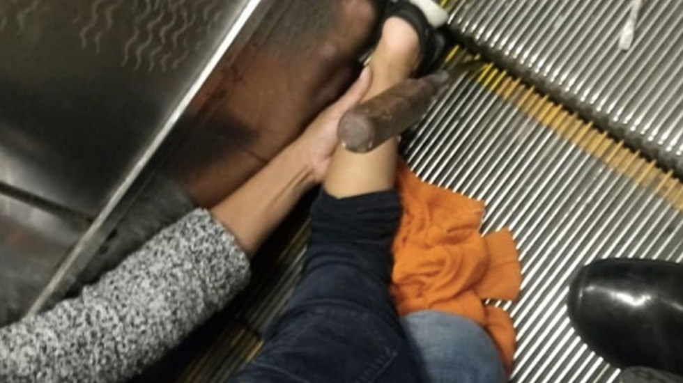 Niño queda atorado en escaleras eléctricas del Metro Chabacano - Foto de Internet