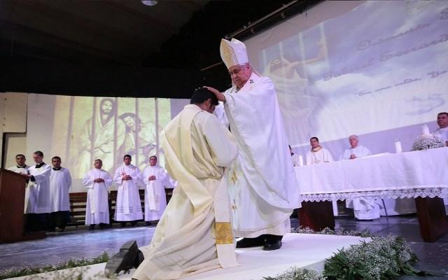 #Video Ordenan a sacerdote en penal de Nuevo León - Foto de @Arquimty