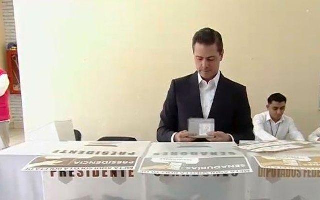#Video Enrique Peña Nieto vota como presidente por última vez
