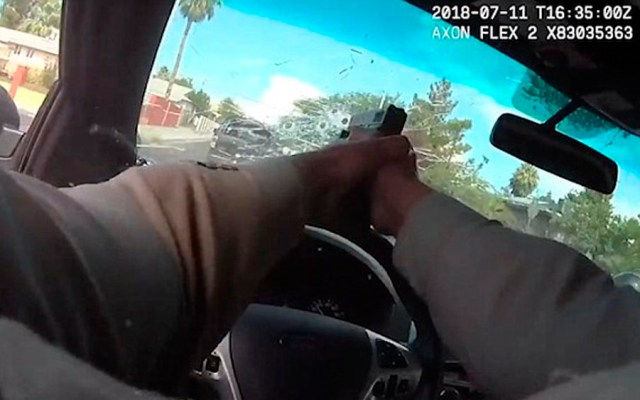 #Video Policía dispara a delincuentes desde patrulla durante persecución
