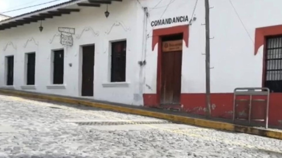 Retienen a policías por detención de sujeto en Tetelzingo, Veracruz - Foto de Milenio