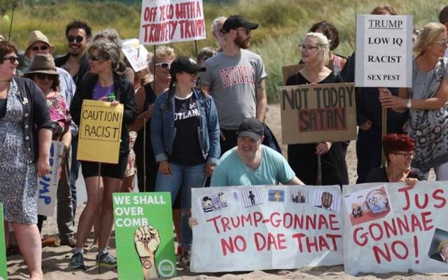 #Video Protestan durante visita de Trump a Escocia - Foto de AP