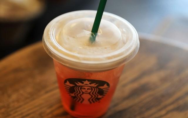 Starbucks eliminará los popotes de plástico para 2020 - Foto de AFP/Getty/Joe Raedle