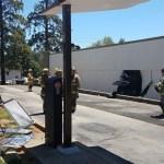 Mujer pierde el control de vehículo y se impacta en una lavandería