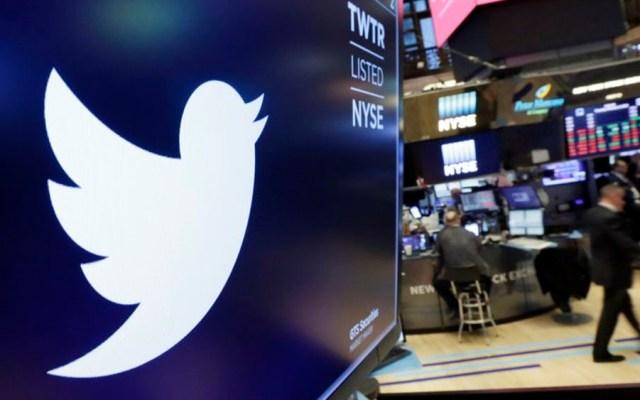 Caen acciones de Twitter en Wall Street por baja de usuarios - Foto de AP