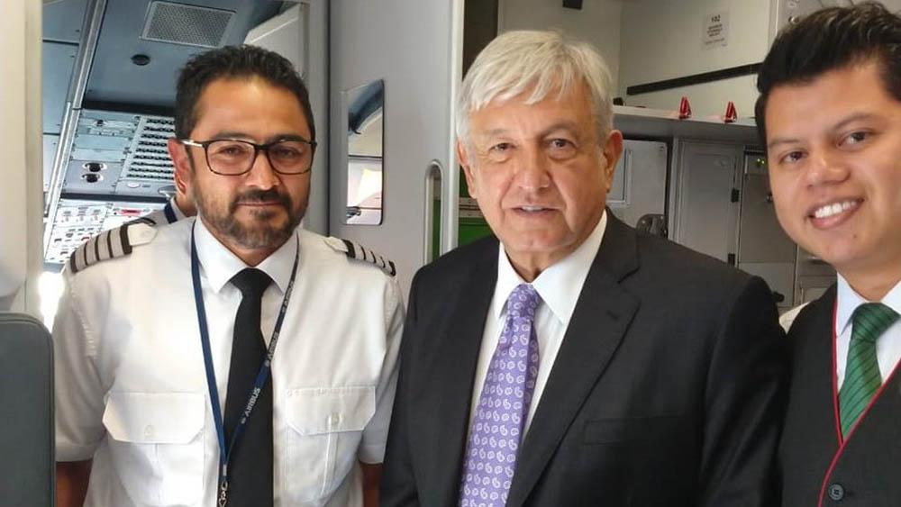 López Obrador viajó en Viva Aerobus de regreso a la capital - Foto de Viva Aerobus