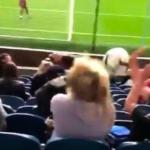 #Video Mujer recibe balonazo durante calentamiento del Burnley