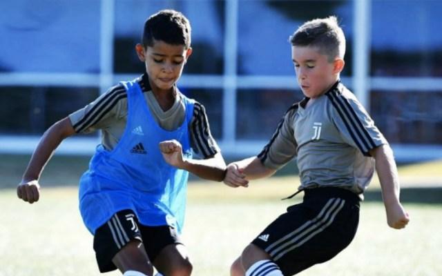 Hijo de Cristiano Ronaldo ya entrena en filial de Juventus - Foto de @juezcentral