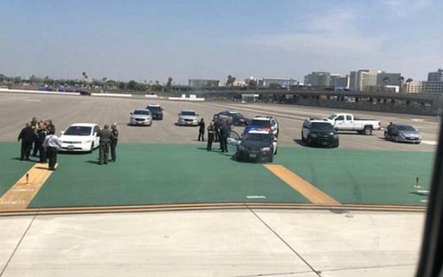 Detienen a hombre por impedir despegue en Los Ángeles - Foto de Internet