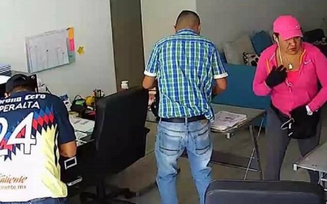 #Video Ingresan a Santa Martha a ladrona de oficina en la Del Valle - Foto Captura de Pantalla