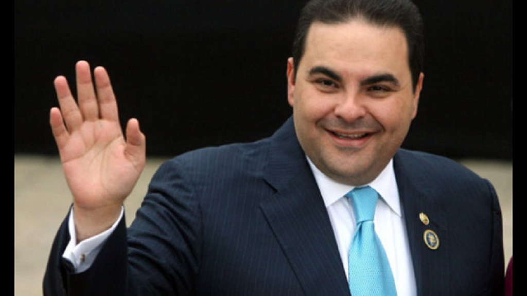 Expresidente de El Salvador acepta ser corrupto para reducir condena
