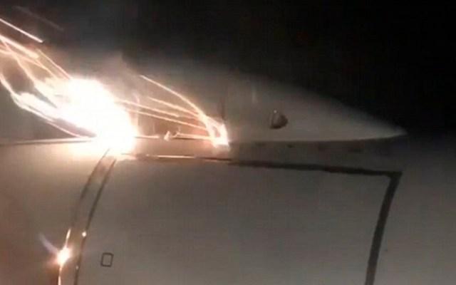 #Video Avión aterriza de emergencia tras explosión de motor