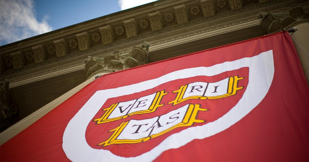 Demandan estudiantes a Universidad de Harvard por discriminación racial
