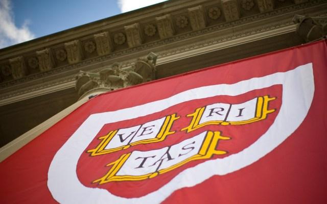 Gobierno de EE.UU. acusa a Harvard de discriminar asiáticos - Foto de Harvard