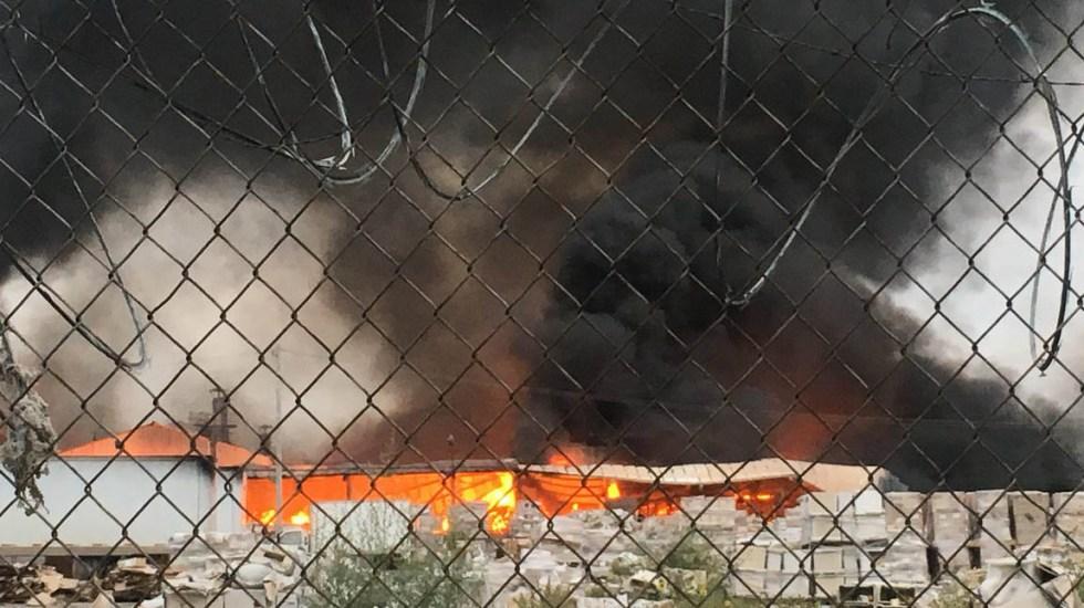 Incendio consume fábrica de baños en Apodaca - Foto de @dann_aburto