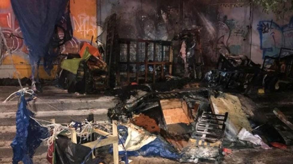 Se incendia zona habitada por indigentes en el Centro - Foto de Excélsior