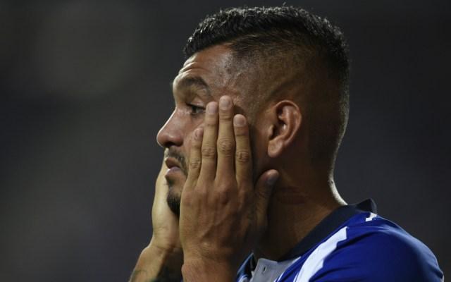 Con Herrera y Corona en la cancha, Porto cae con el Vitoria Guimaraes - Foto de AFP