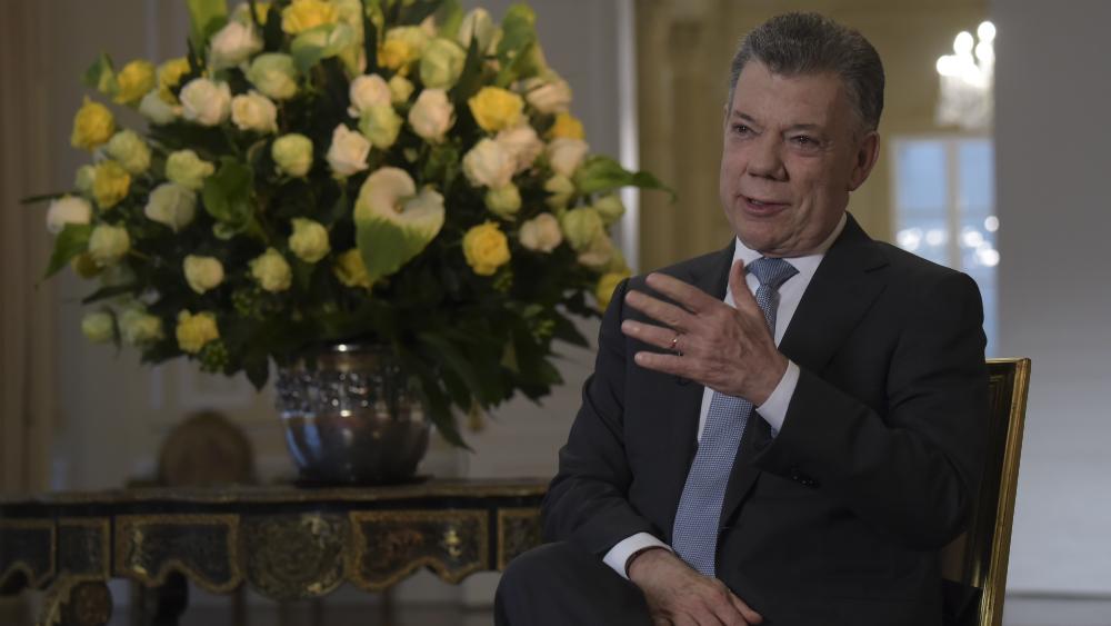 """""""Cuiden la paz de Colombia"""", pide Santos al despedirse como presidente - Foto de AFP"""